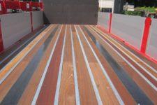 Anhaenger Details Boden Containerverriegelungen
