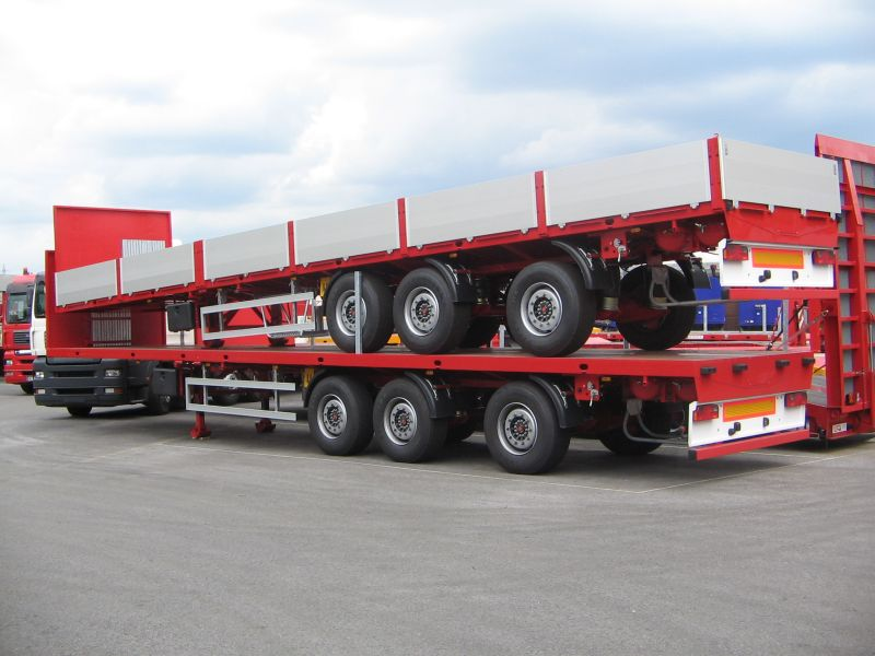 extendable flatbed semi-trailer 3 axles red sideboards