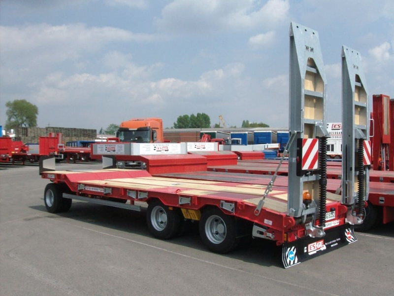trailer 3 axles with ramps