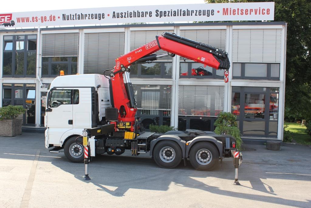 IAA-Nutzfahrzeuge 2016 MAN TGX 33480 SZM mit Fassi Ladekran