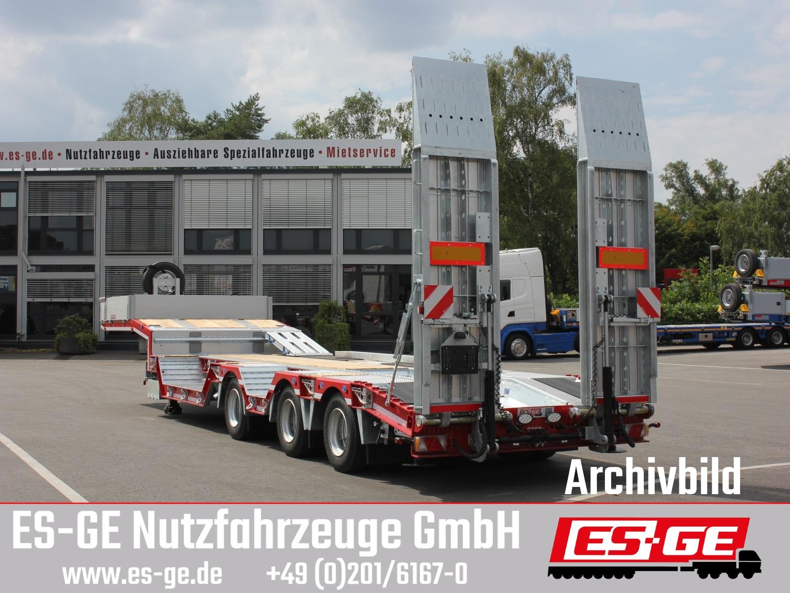 Humbaur 3-Achs-Satteltieflader mit Radmulden